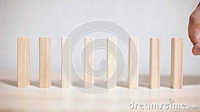Concepto del efecto de dominó en negocio almacen de metraje de vídeo