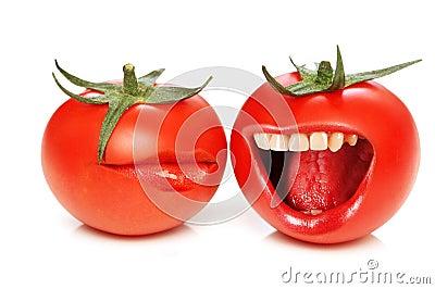 Concepto divertido con los tomates y la boca
