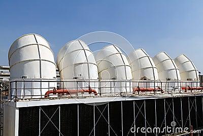 Condicionador de ar industrial no telhado