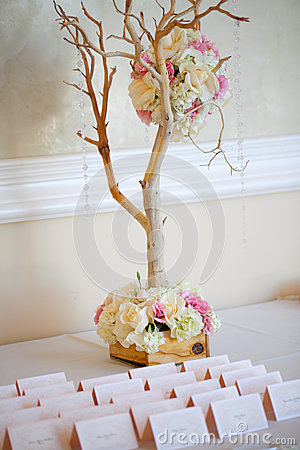 Configuración y flores del vector de la decoración de la boda