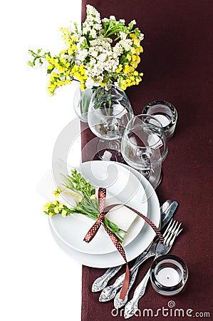 Configuration de fête de table dans le brun