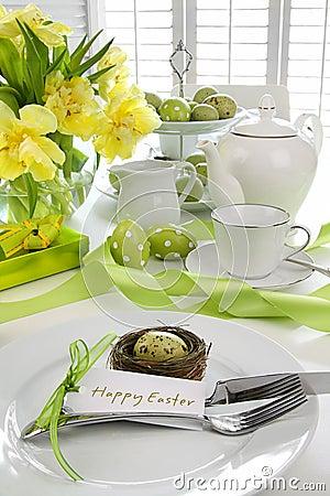 Configuration de place avec la carte pour le brunch de Pâques