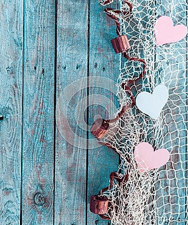 Confine dei cuori romantici nella rete da pesca fotografia for Rete da pesca arredamento