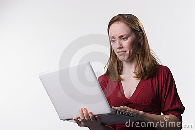 Confused woman with laptop-01