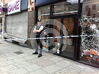 Consequências da agitação agosto 8o 2011 de Londres Foto de Stock Editorial