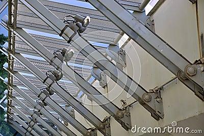 Construcción de la estructura de acero en asiduo