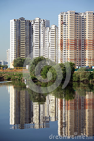 Free Constructed Block Of Flats Over River And Clear Blue Sky In Summer Day Royalty Free Stock Photos - 48511058