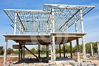 Construction La Maison Neuve Avec La Structure De Toit