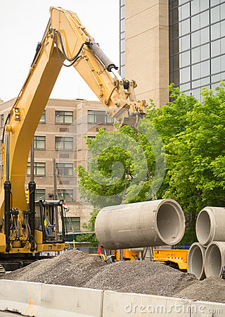 Free Construction Excavator Lifting Concrete Pipes Royalty Free Stock Photography - 31255627