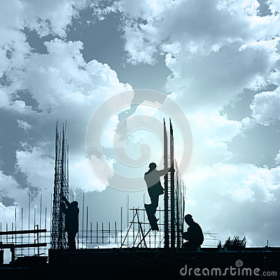 Free Construction Workers In Preparation For Binding Rebar , Heavy In Royalty Free Stock Image - 90779816