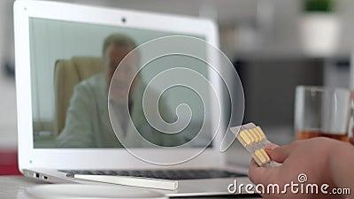 Consulta médica online, tecnologia da internet, cuidados de saúde, infecção por coronavírus, doente Paciente feminino com filme