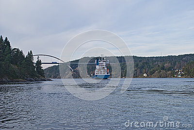 Container ship under svinesund bridge, image 19