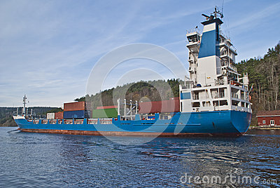 Container ship under svinesund bridge, image 7