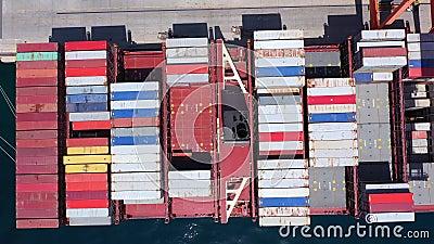 Containerschip in de haven van Rijeka stock footage