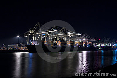 Containerterminal at night