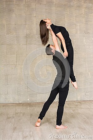 Free Contemporary Couple Dance Lift. Royalty Free Stock Image - 104266366