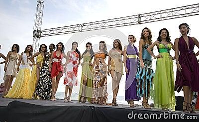 Contestants 2008 de Mlle Equateur Image éditorial