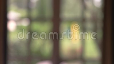 Contexto borroso de la ventana almacen de metraje de vídeo
