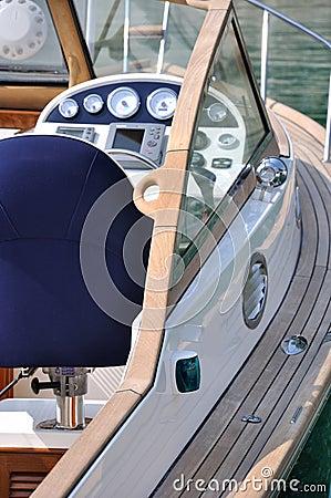 Control platform of a yacht