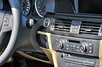 Control system of saloon car
