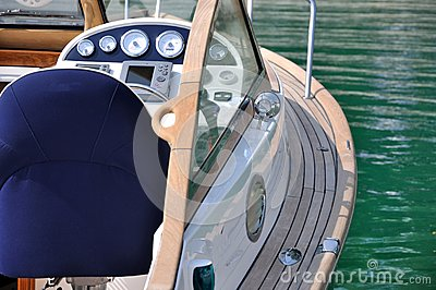 Control of a yacht