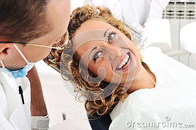 Controle dos dentes do dentista