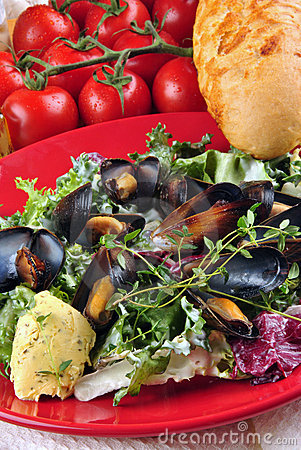 Cooked mussels with garlic butter sauce