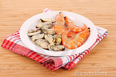 Cooked Shelled   Shrimp And Mussels Stock Photo - Image: 19801970