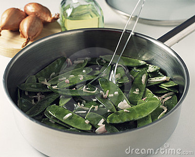 Cooking the sugar peas