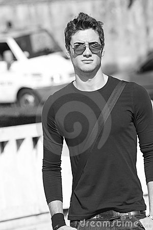 Free Cool Fashion Model Plain T-shirt Sunglasses Royalty Free Stock Photos - 8428648