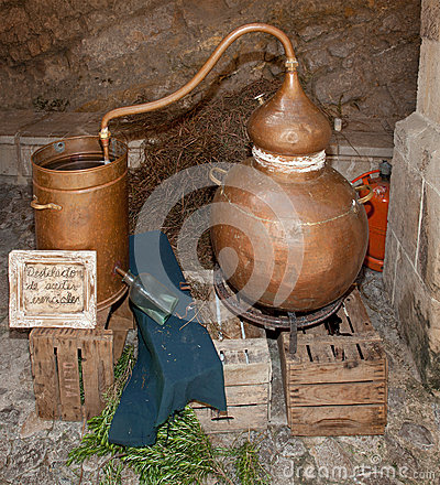 Free Copper Still For Making Alcohol Royalty Free Stock Photos - 34739708