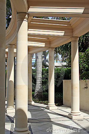 Free Corinthian Pillars And Pathway Royalty Free Stock Photo - 605875