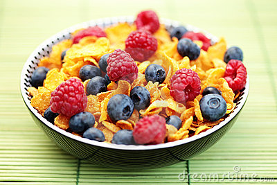Corn flakes with berry fruits