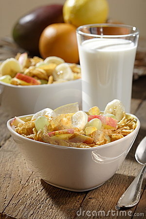 Free Corn Flakes With Fruits Stock Photos - 3253703