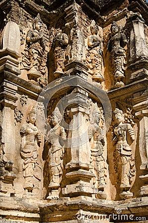 Corner detail, Wat Chet Yot