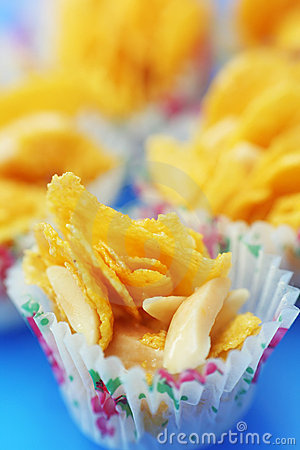 Cornflakes cookies with almond strips