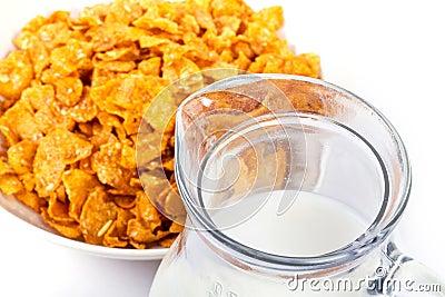 Cornflakes en kruik melk