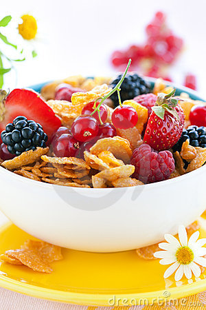 Cornflakes with milk and fruits