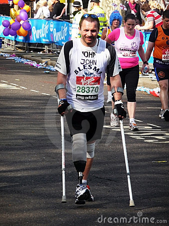 Corredores do divertimento na maratona 2ö abril 2010 de Londres Foto Editorial
