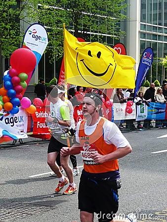 Corredores do divertimento na maratona 2ö abril 2010 de Londres Imagem de Stock Editorial