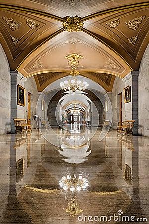 Free Corridor Reflections In Nashville Stock Photo - 48939680