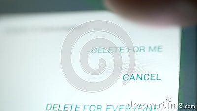 Corrispondenza d'amore Inviare o datare messaggi Quindi tutti i messaggi vengono eliminati video d archivio