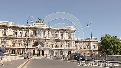 Corte suprema di cassazione Ιταλικό Ανώτατο Δικαστήριο, ένα όμορφο κτίριο με αρχαίο εξωτερικό στο κέντρο της Ρώμης απόθεμα βίντεο