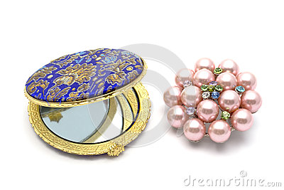 Cosmetic mirror and brooch