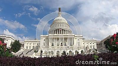 Costruzione capitala degli Stati Uniti, Washington DC in- dello zoom del congresso grandangolare stock footage