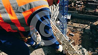 Costruzione di cemento sul muro archivi video