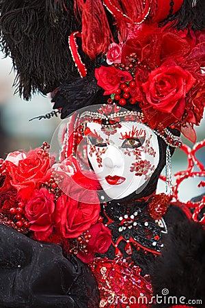 Costume di rosa di colore rosso