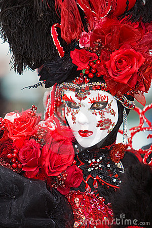 Costume rose de rouge
