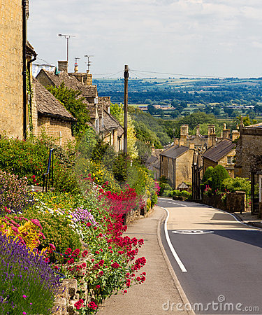 Cotswolds Village Bourton-on-the-Hill, UK Stock Images - Image: 20151404