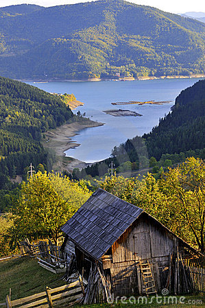 Free Cottage At Mountain Lake Stock Photography - 13737292